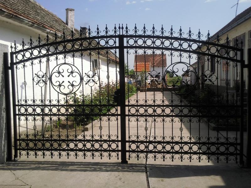 Ban-Inox-inox-konstrukcije-ograde-kapije-gelenderi-1